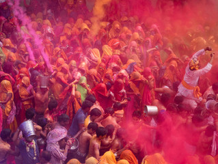 What are the differences in the style of celebrating Diwali in India and Bangkok?