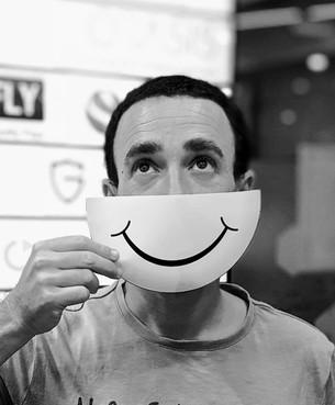 חיוך מזויף.jpg