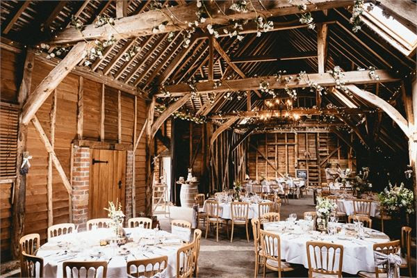 A Beautiful Barn Situated In Pangbourne Berkshire It S Pleasant Surprise Located Behind Horse Yard And Is Said To Accommodate 30 100 For Wedding