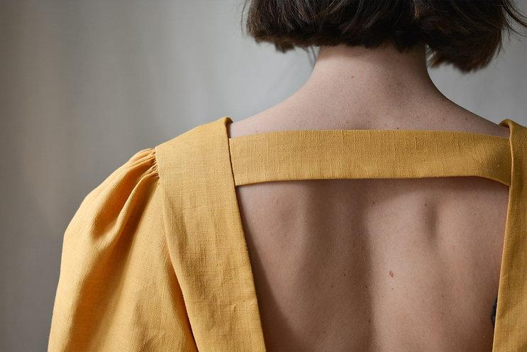 robe-jaune-dos-bretelle