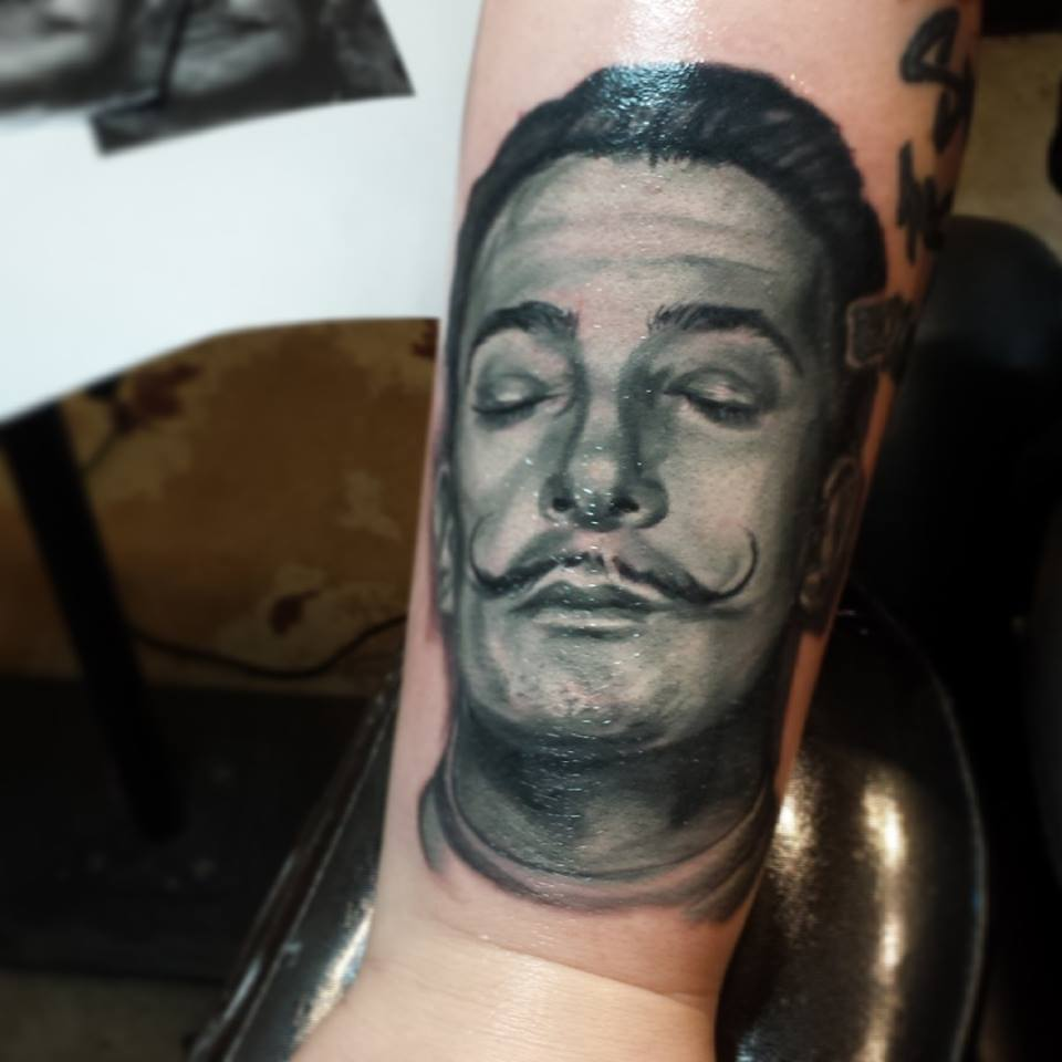 img alt=salvador-dali-tattoo-best-tattoo-artist-portrait-tattoo-gold-dust-tattoo