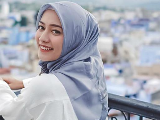 4 Inspirasi Office Look Hijab dari Mega Iskanti, Suka yang Mana?