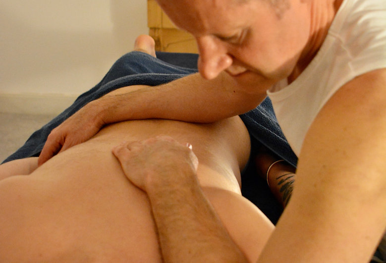 Back massage at Quiet City Massage, London. Massage therapist is Lawrence Kelson.