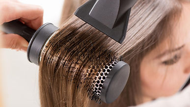 home-blowout-hair-drying-today-150408_2c