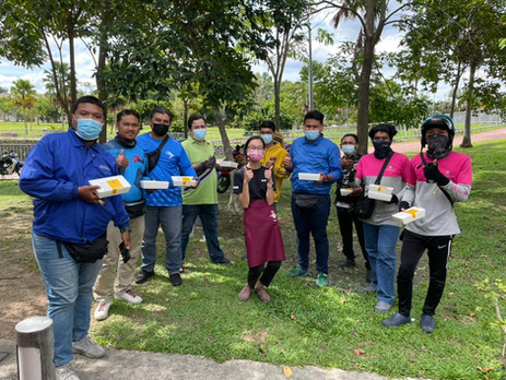 Hamadaya Distributed Care Packs to 1000 Food Delivery Riders