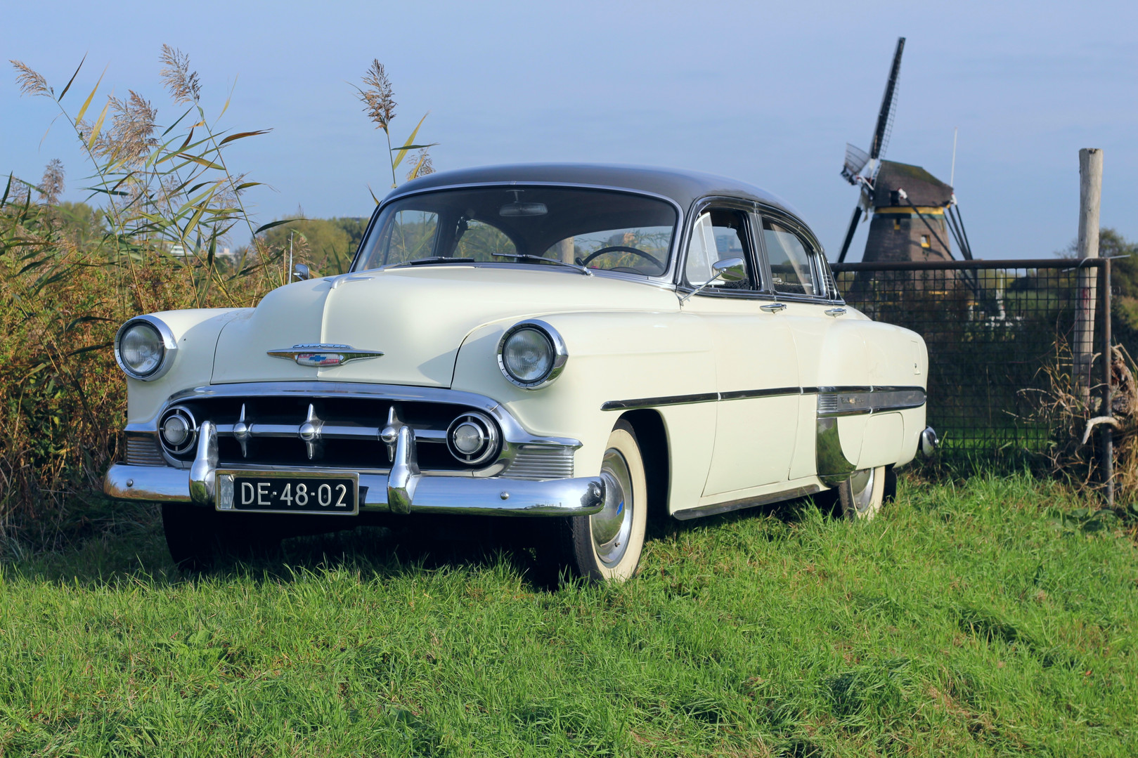 Chevrolet_BelAIr_1953_1.jpg