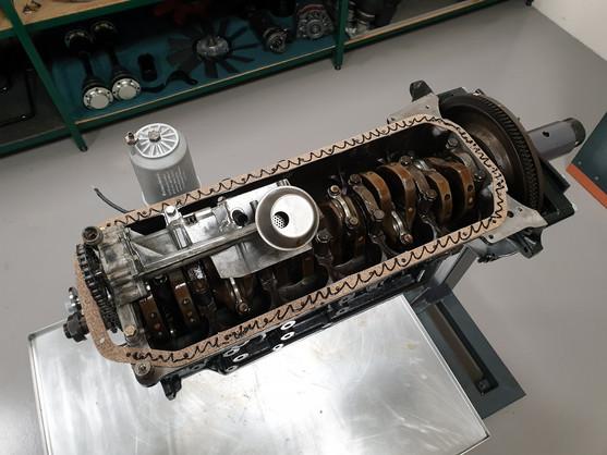 BMW_E24_M635_AUG84_motor_53.jpg