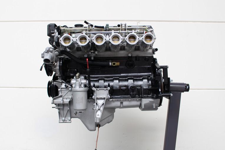 BMW_E24_M635_AUG84_motor_75.JPG