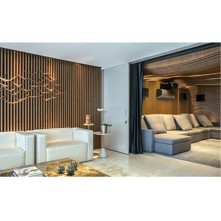 Conforto e design para HomeTheater com painéis Técnica.