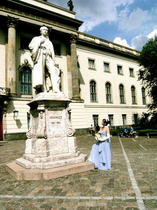 Helmholtz Statue