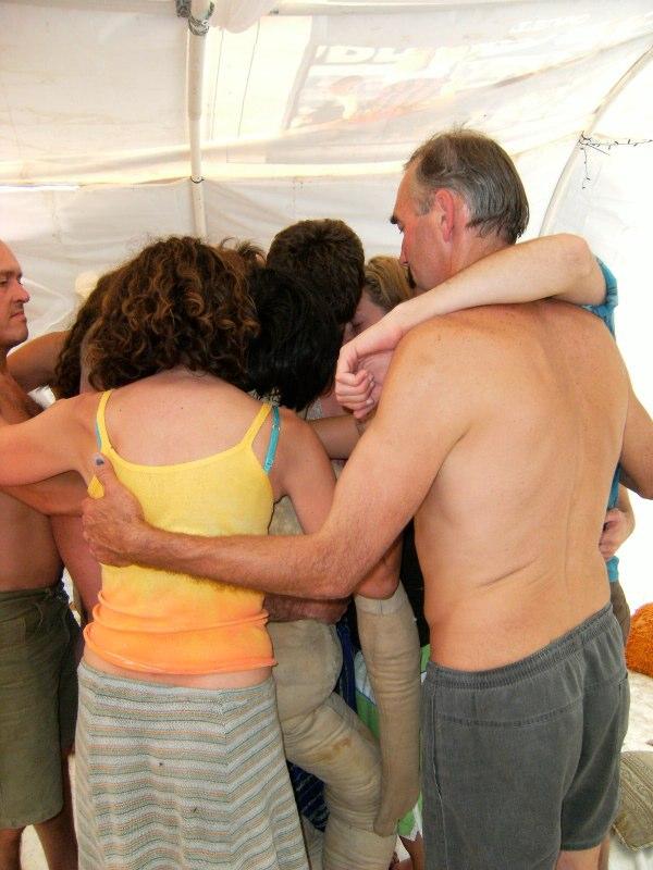 Group hug - Som can't breathe