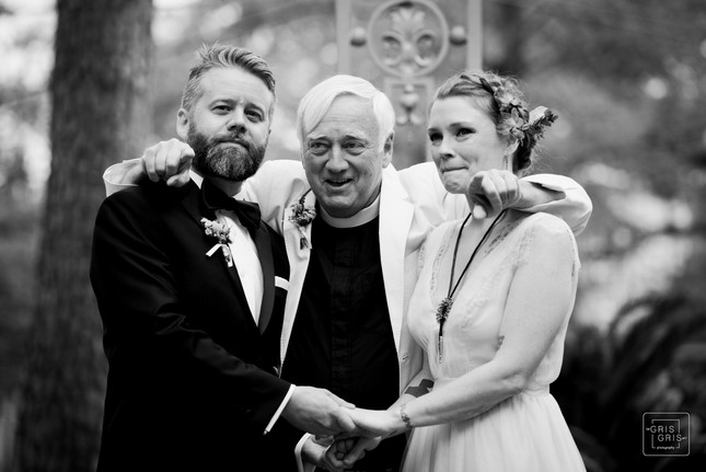 the officiant tells the bride and groom to stop and take in the moment in new orleans wedding