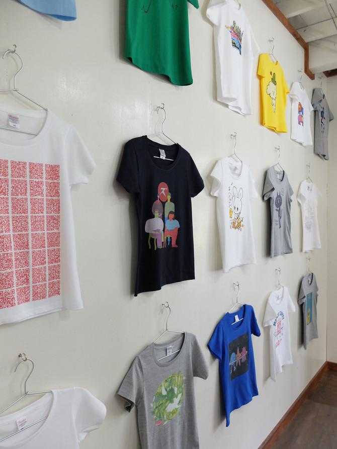 壁にいっぱいのTシャツ・・・!