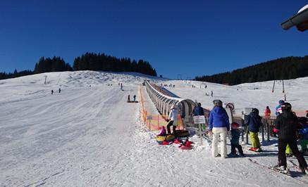 """Der """"Zauberteppich"""" im Skikindergarten"""
