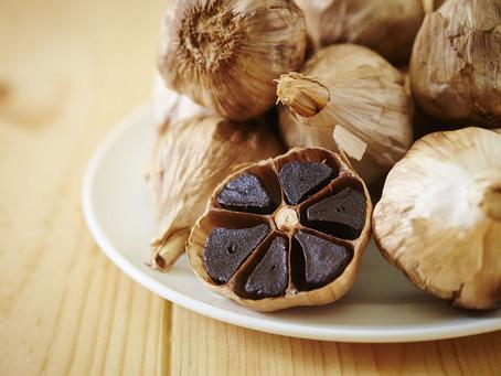 schwarzer Knoblauch / black garlic