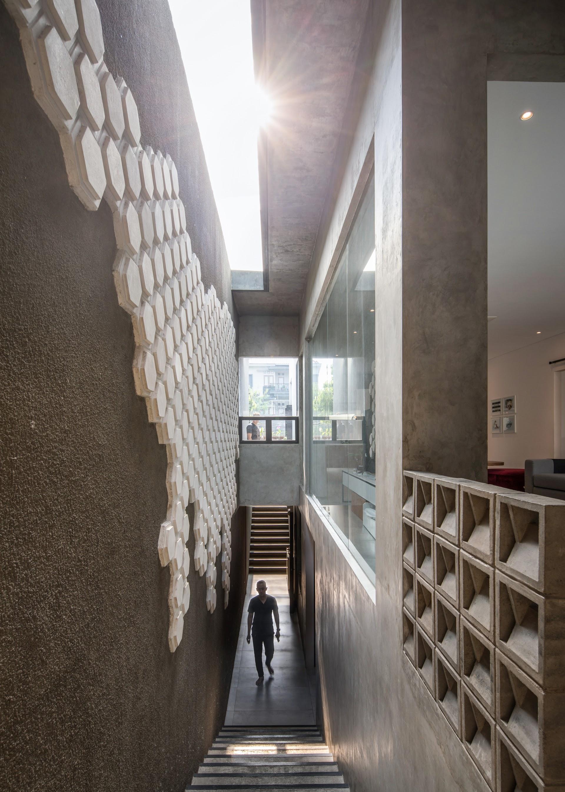 Mokie House minimalist modern