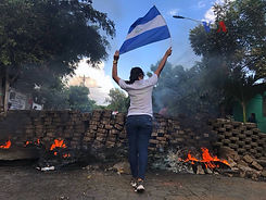 2018_Nicaraguan_protests_-_woman_and_fla