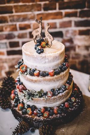 Rustic Log Slice for wedding cake.jpg