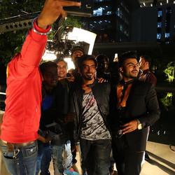 Selfie scenes on set - Behind the scenes
