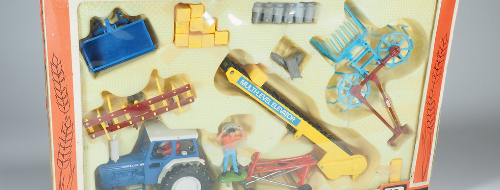 BRITAINS - 9590 - FARM TRACTOR FORD AND IMPLEMENTS SET - 1/43