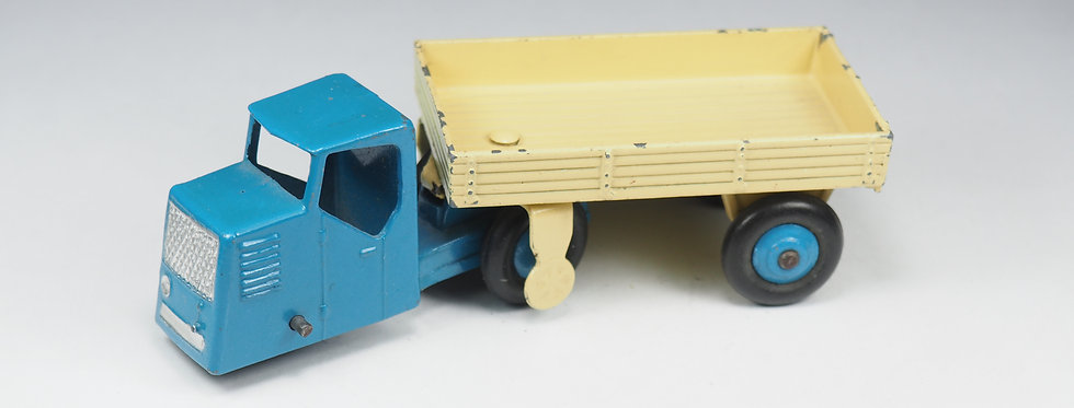 DINKY TOYS ENGLAND - 415 - Mechanical Horse and open wagon