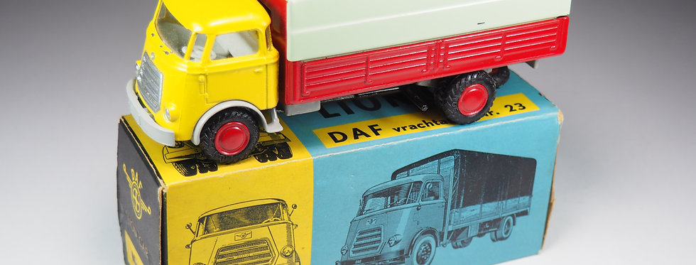 LION-CAR - 23 - CAMION BACHE DAF - EARLY VERSION - 1/43