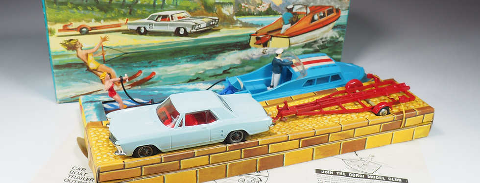 CORGI - GIFT SET 31 - BUICK RIVIERA WITH BOAT AND WATER SKIER