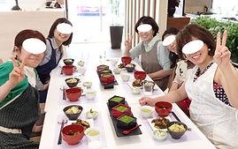 料理教室スーリール 生徒さん・試食タイムの様子