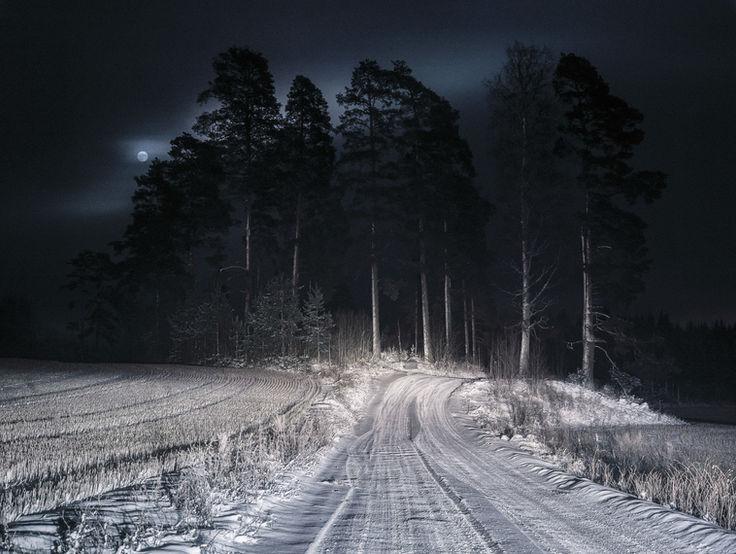 Full-Moon-by-Markus-Henttonen