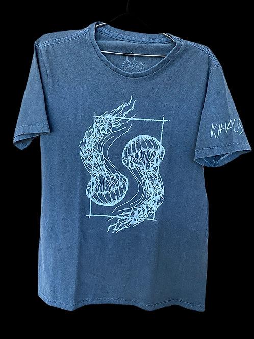 Série 1: camiseta azul estonada água-vivas