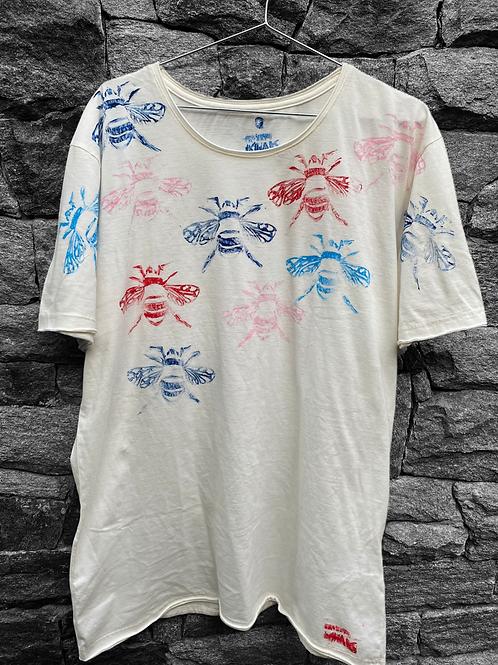 Camiseta off white abelhinhas coloridas