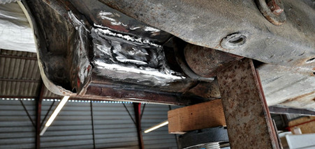 FORD Mustang cabriolet 1965 : fond d'aile arrière gauche