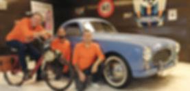 L'équipe d'Atelier 76 devant une Simca 8 coupé sport
