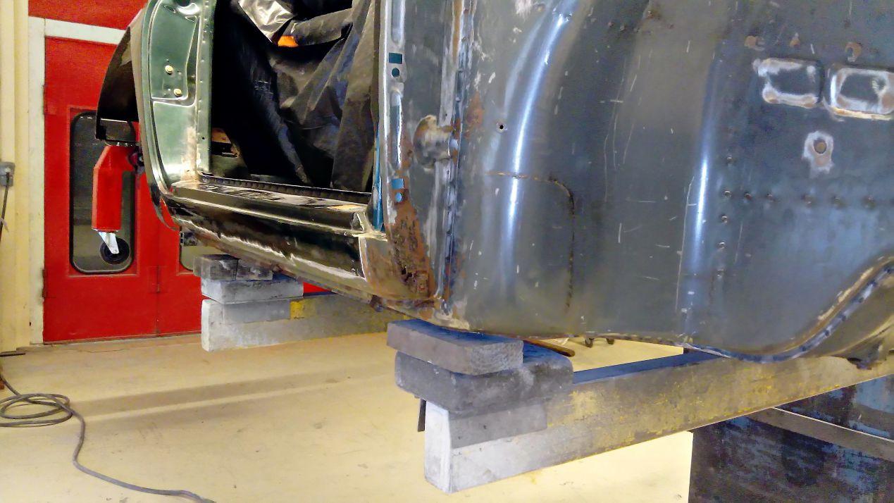 Réparation bas d'aile avant droit - Projet transformation PORSCHE 911 en RSR