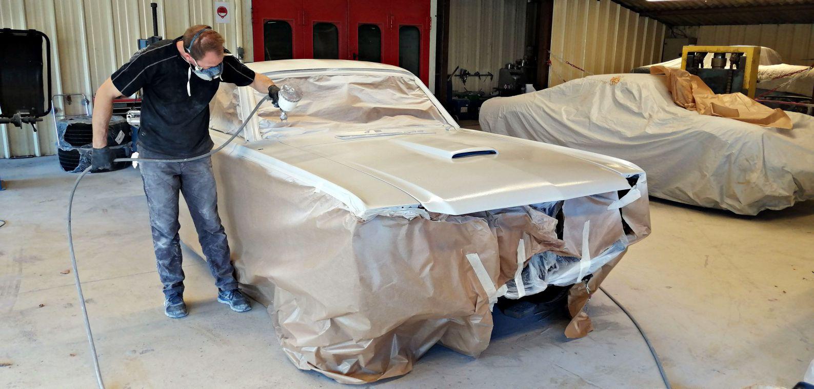Passage de la 1ere couche d'apprêt - FORD Mustang Fastback