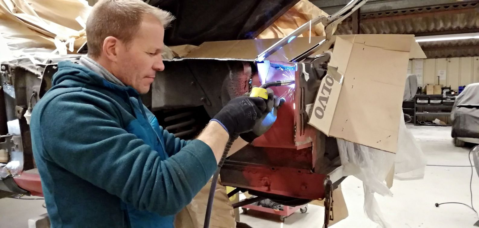 Réparation caisson aile avant droit - FORD Mustang Fastback