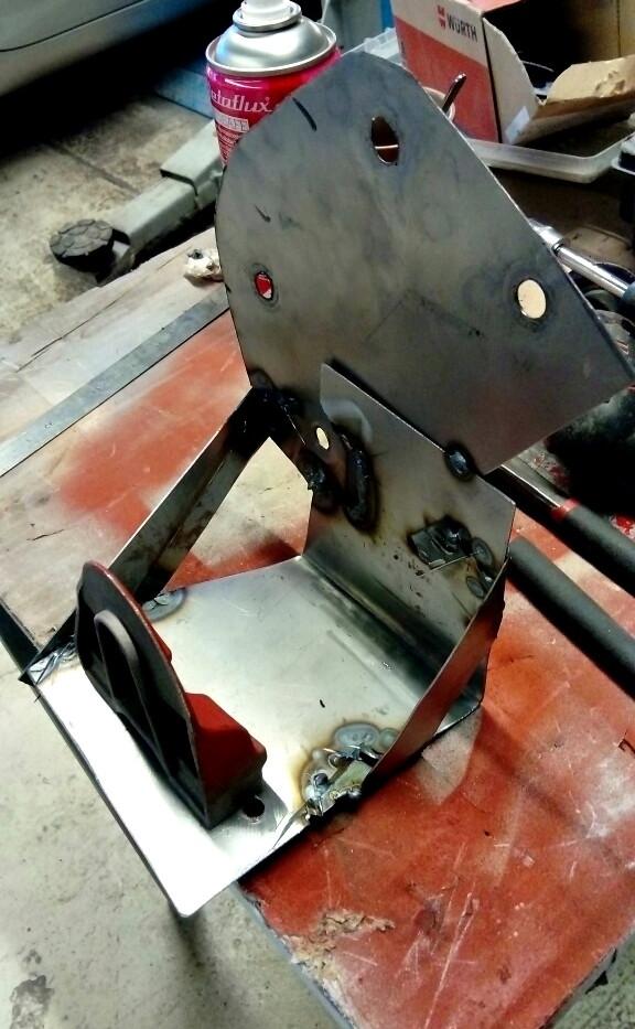 Remplacement support de fixations de barre stabilisatrice arrière - Projet transformation PORSCHE 911 en RSR