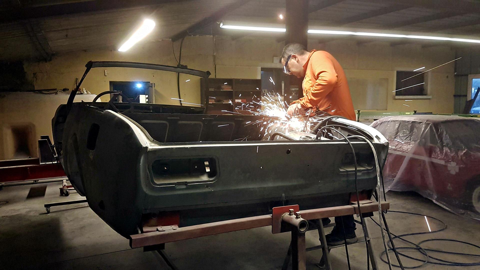 PEUGEOT 504 coupé transformée en cabriolet par Atelier 76