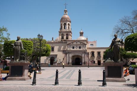 Templo_y_Convento_de_la_Santa_Cruz_Hotel