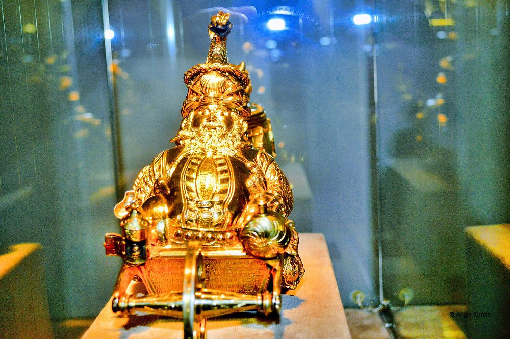 treasures from berg eltz catle germany, gold santa clause from inside the treasury