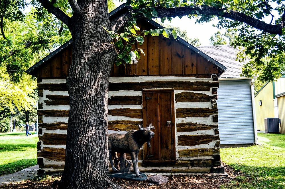 authentic log cabin, Wamego City Park, Wamego Historical Society Museum, Pottawatomie County Kansas, travel visit Kansas, life on the prairie