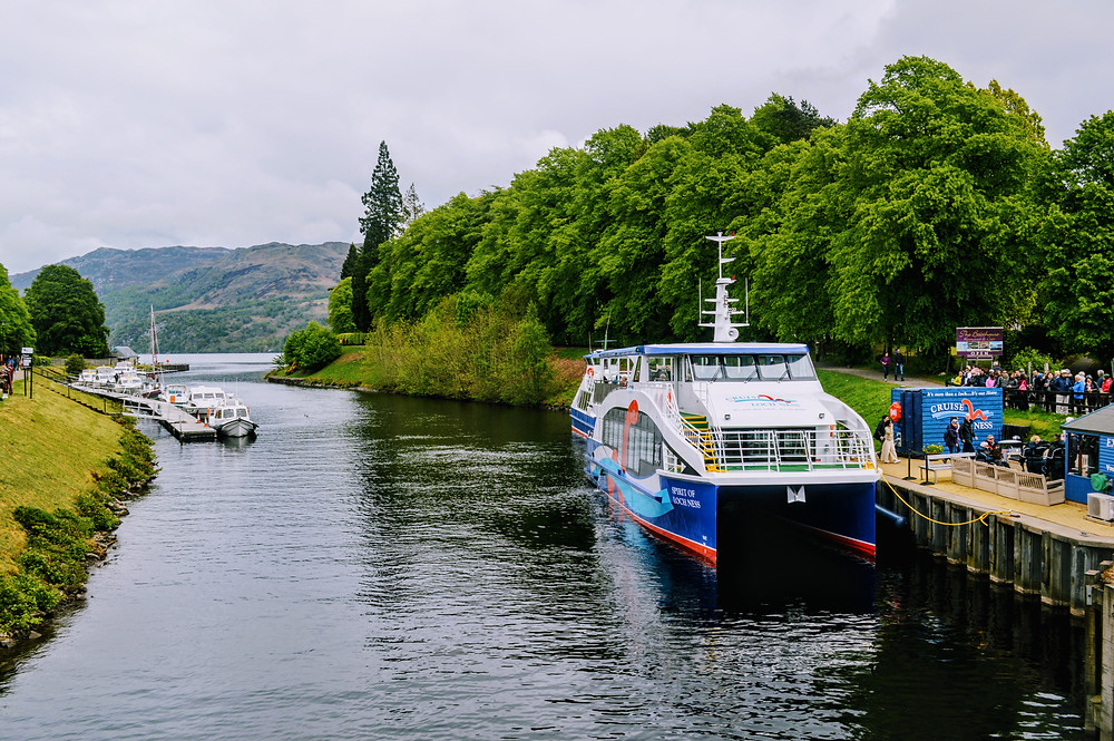 Cruise Loch Ness tours, Fort Augustus Scotland, Loch ness boat tours, searching for Nessie