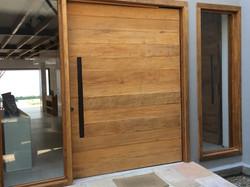 Porta em madeira de demolição