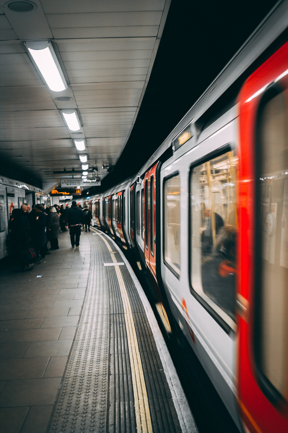 London Underground © Leon Warnking (Pexels)