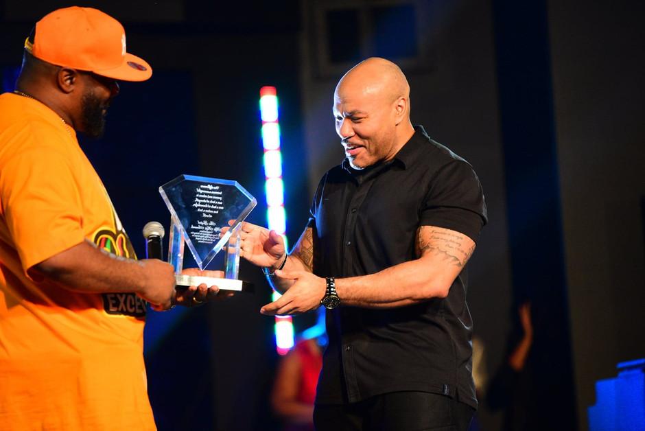 PT Thegospelspitter Receiving His Award