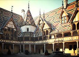 Cour d'honneur Hospices de Beaune - Les Primevères EHPAD