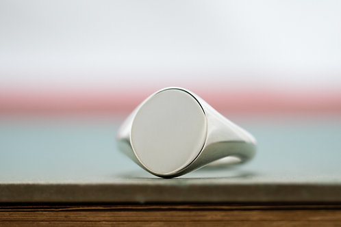 The My Way × KUBUS Signet Ring (Oval)