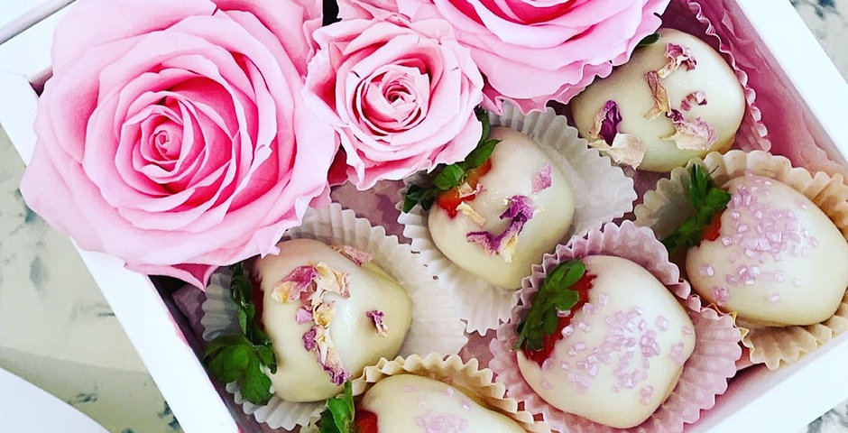 """Choco Fruits """" Forever Roses """""""