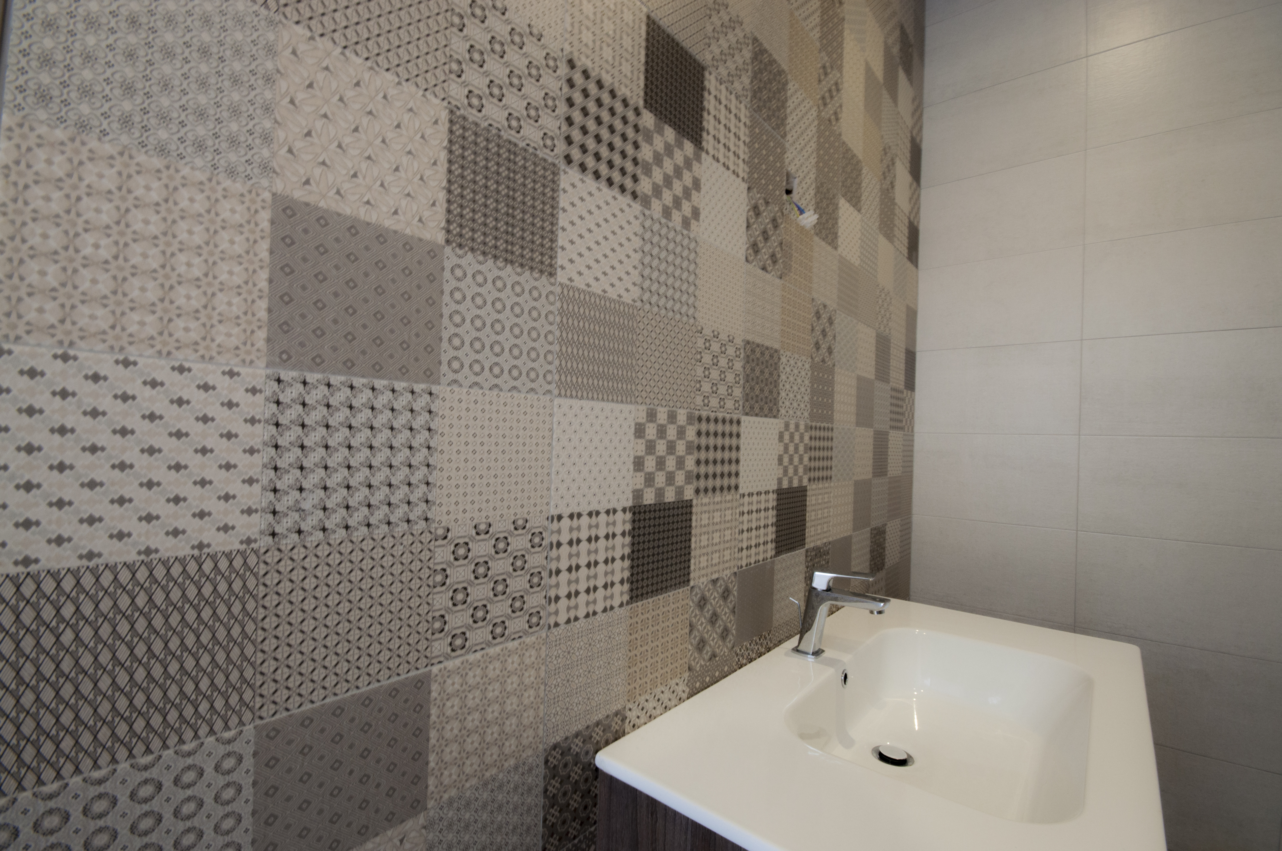 patterned bathroom tiles