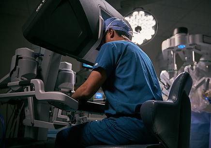 intuitive-da-vinci-surgeon-at-surgeon-co